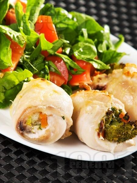 Пилешки рулца от филе със зеленчукова плънка от карфиол, броколи и моркови - снимка на рецептата
